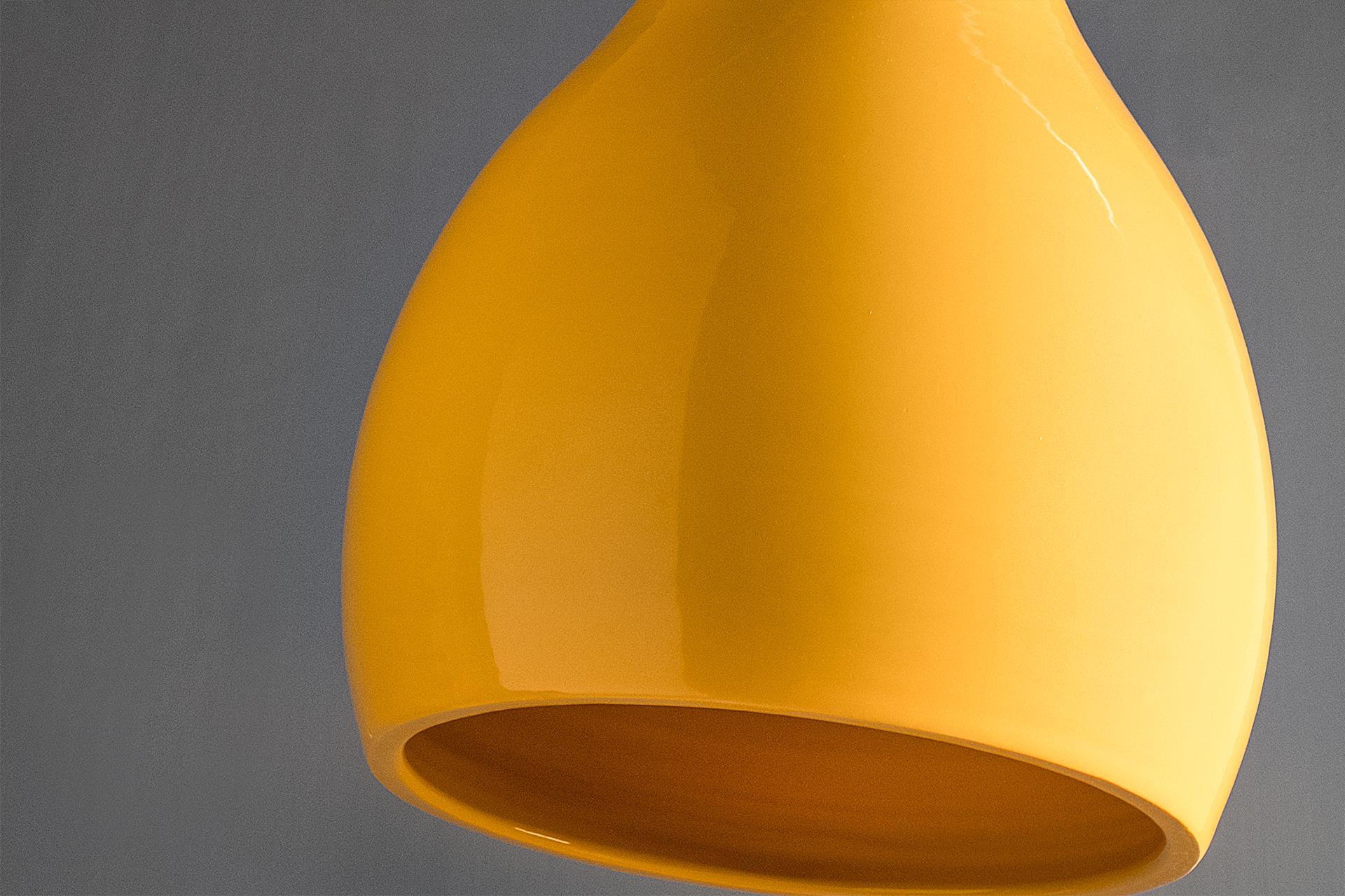 Lampada a sospensione artigianale Bouchet, dettaglio della smaltatura della ceramica