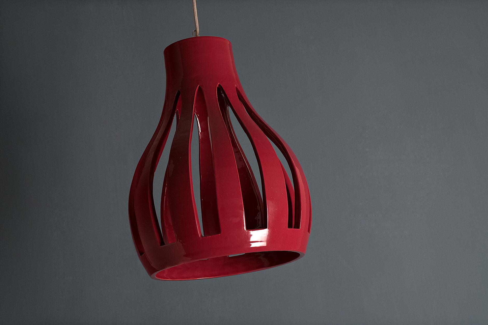 Damijè, lampada a sospensione artigianale ispirata alle damigiane salentine
