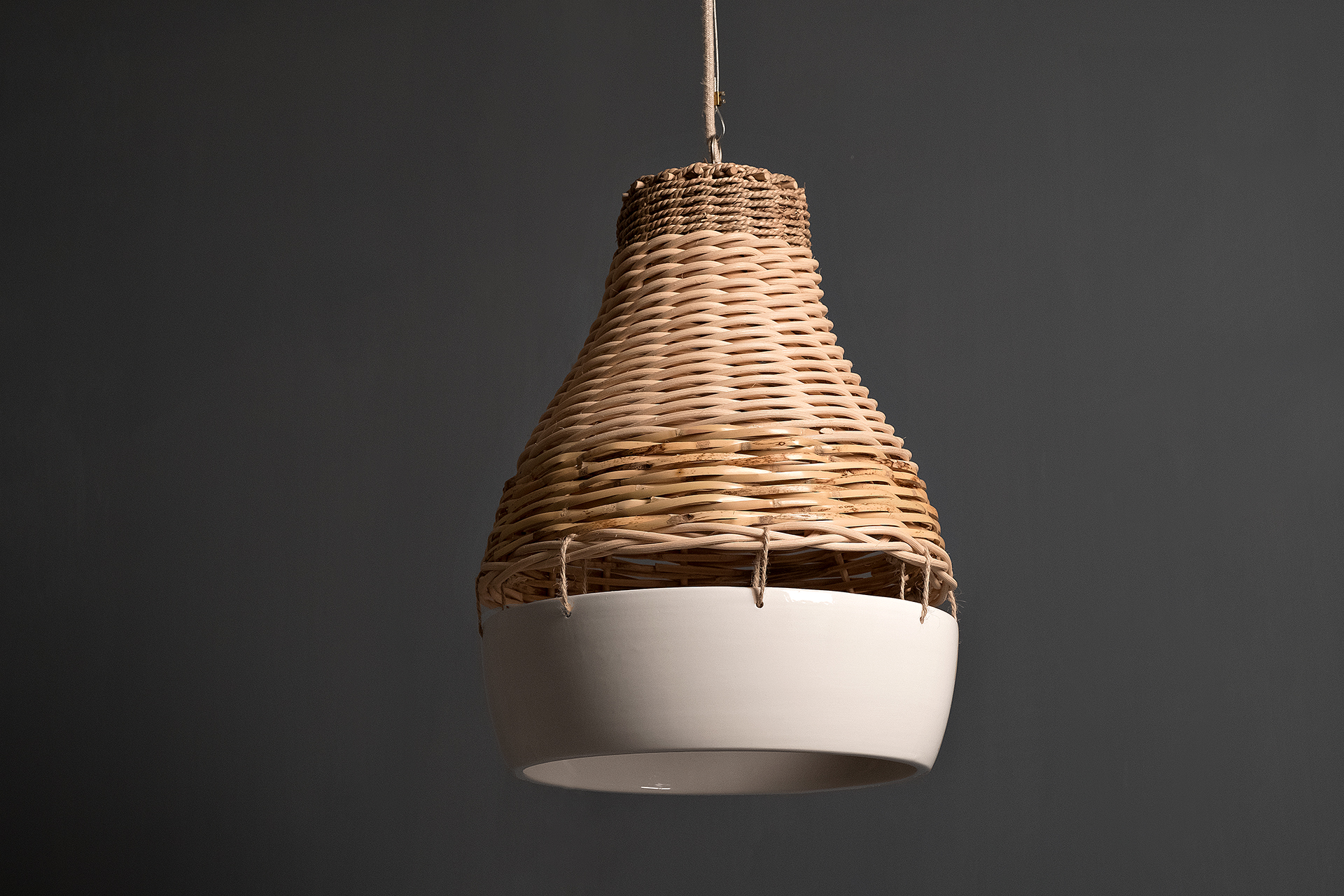 Ortella, lampada a sospensione di design, componibile, ceramica e intrecci in fibra naturale