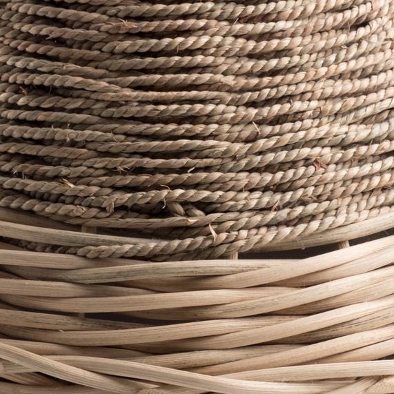 Lavorazione lampade artigianali con intreccio in fibre naturali di corda di paglia e midollino